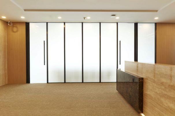玻璃不通电,保证会议室私密性