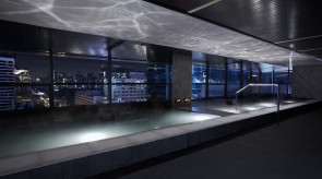 夜景与水面波澜并在的幻想空间